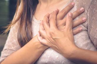 Что обычно болит в грудине слева при панической атаке?