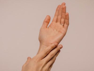 после коронавируса немеют руки