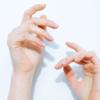 Немеют руки после Ковид-19: что означает симптом?